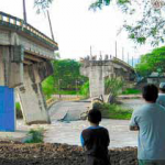 Collapse of the spans of the Santa Rita Bridge over the Humuya River (source: LaPrensa.hn).